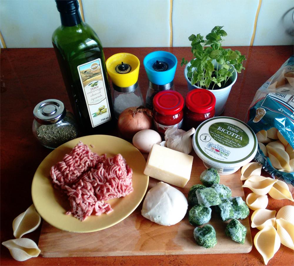Przepis na muszelki nadziewane szpinakiem, serem i mięsem mielonym