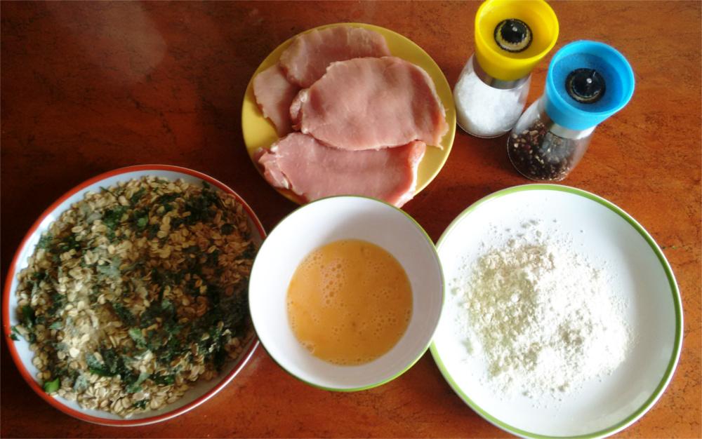 Przepis Sznycel w płatkach owsianych z sałatką ziemniaczaną