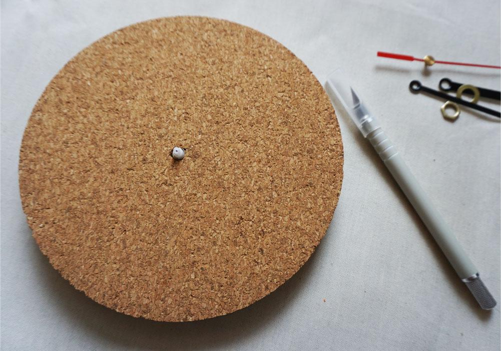 DIY Zegar z podkładki korkowej