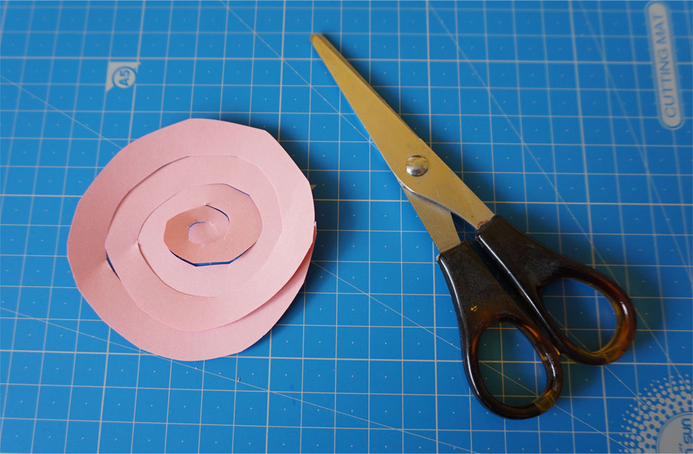 Prosta handmade kartka ślubna - róże quilling