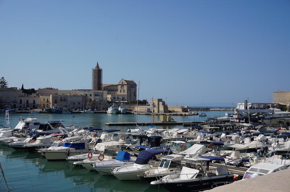 Zwiedzanie Apulii - co warto zobaczyć - port w Trani