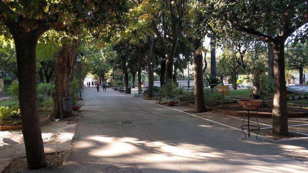 Zwiedzanie Apulii - park w Trani