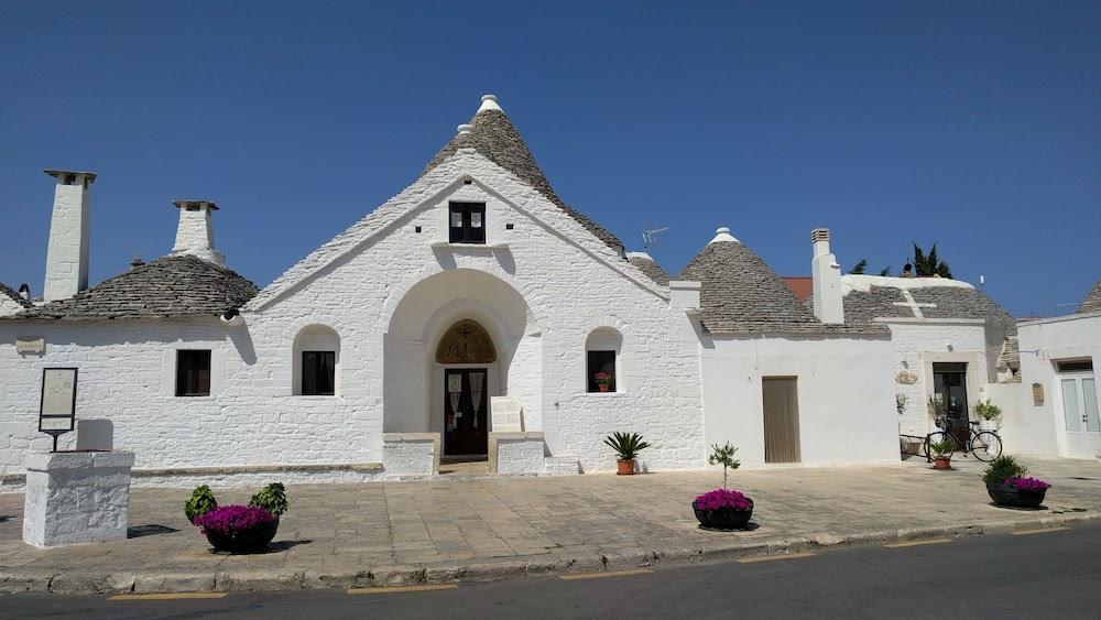 Zwiedzanie Apulii - Alberobello domki trulli