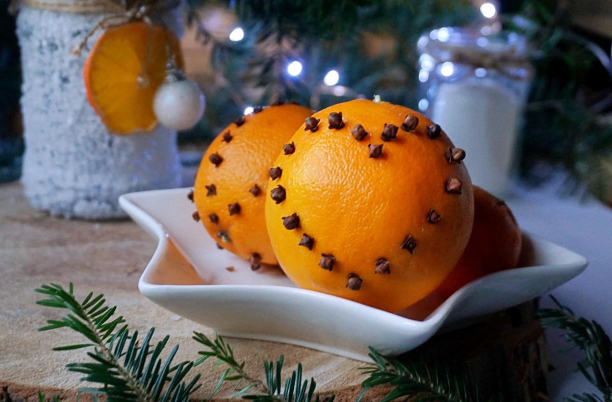 Pomarańcze i goździki - dekoracje z pomarańczy