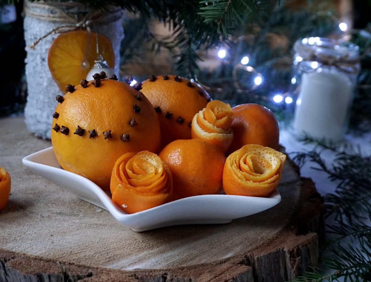 Róże ze skórek pomarańczy - dekoracje z pomarańczy