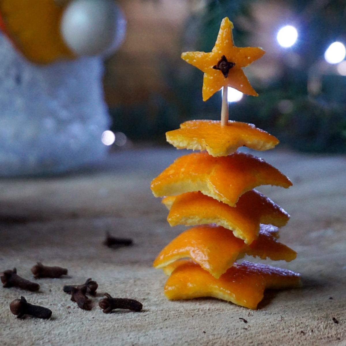 Mini choinka z pomarańczy - dekoracje z pomarańczy