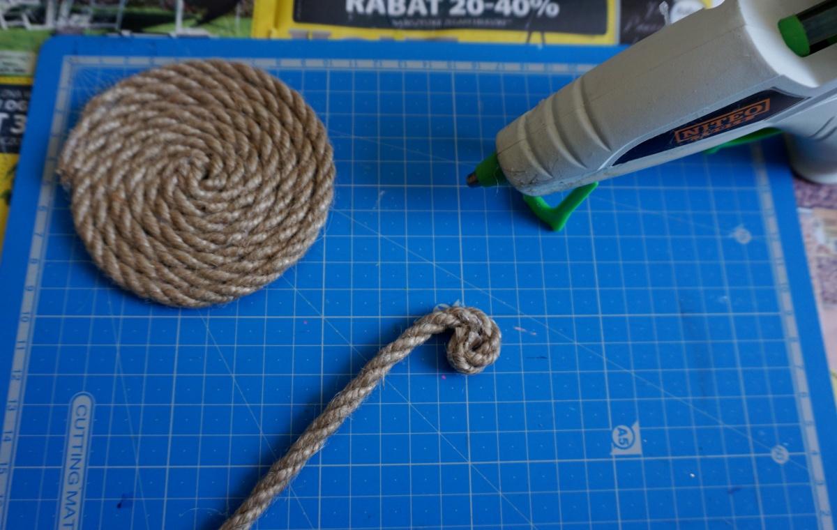 DIY Podkładki z liny jutowej pod kubki i talerze